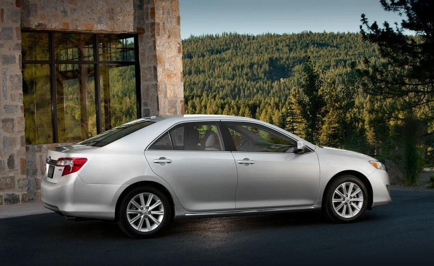 2012 Toyota Camry SE, Hybrid, LE, and XLE - Slide 23