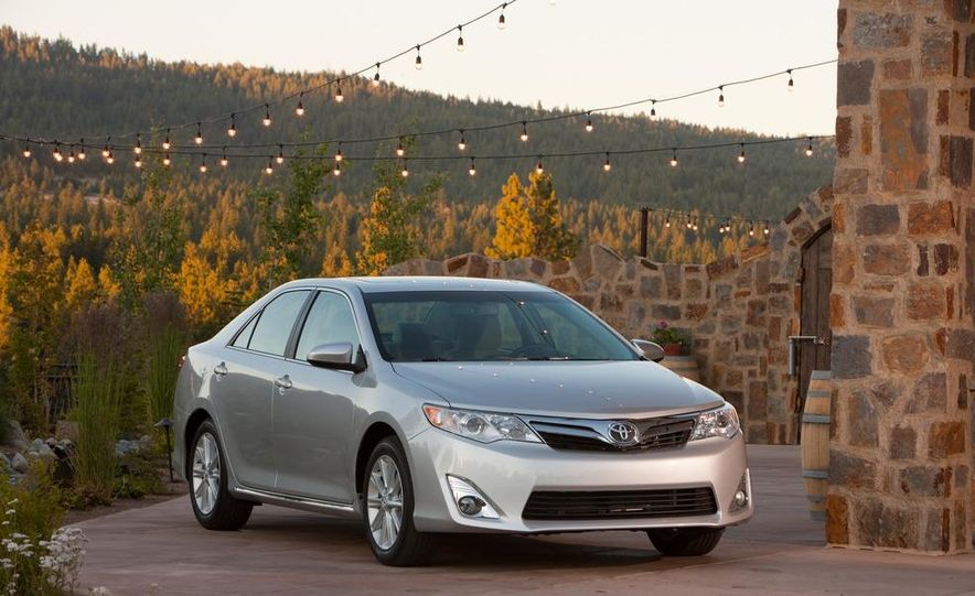 2012 Toyota Camry SE, Hybrid, LE, and XLE - Slide 24
