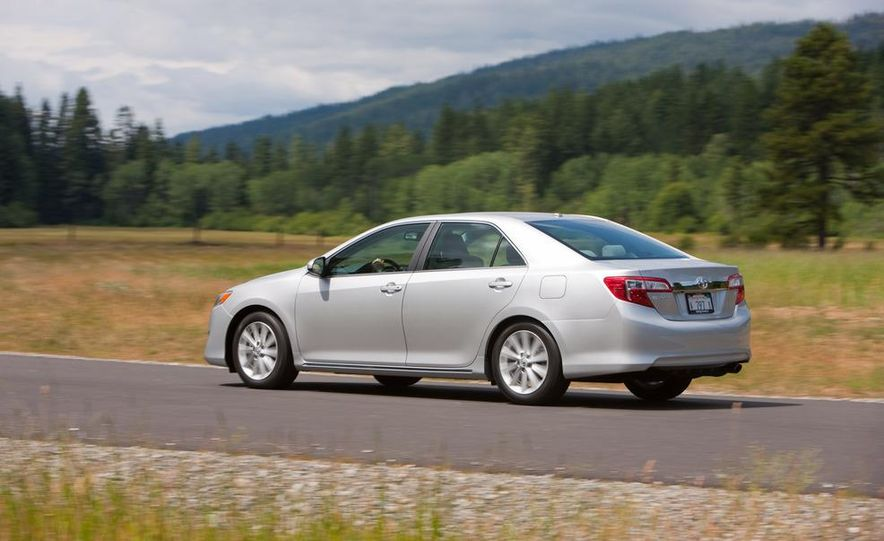 2012 Toyota Camry SE, Hybrid, LE, and XLE - Slide 25