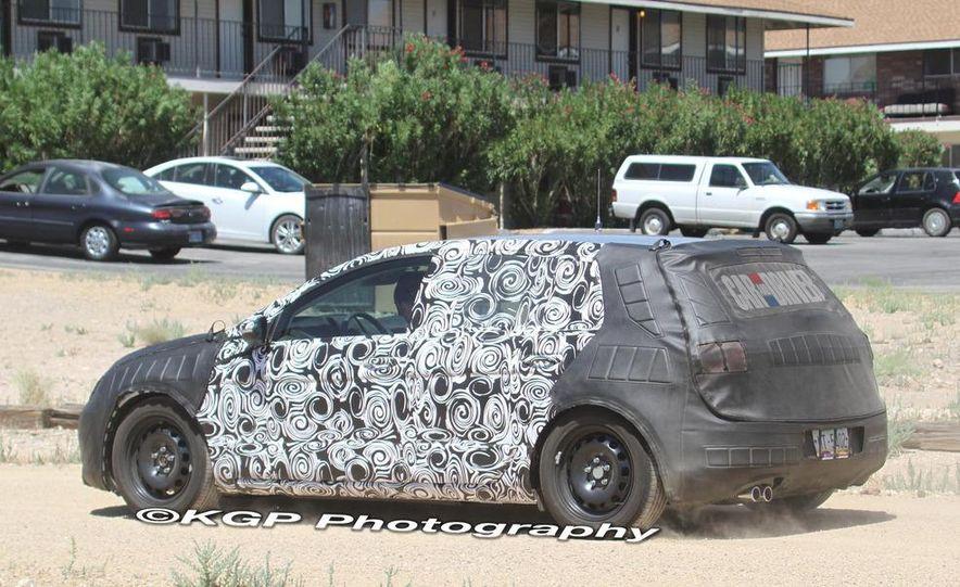 2013 Volkswagen Golf 5-door (spy photo) - Slide 13