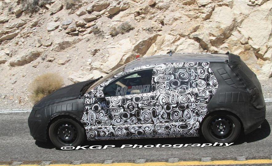 2013 Volkswagen Golf 5-door (spy photo) - Slide 16