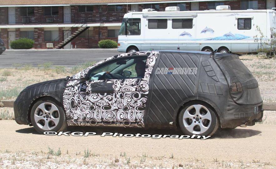 2013 Volkswagen Golf 5-door (spy photo) - Slide 18
