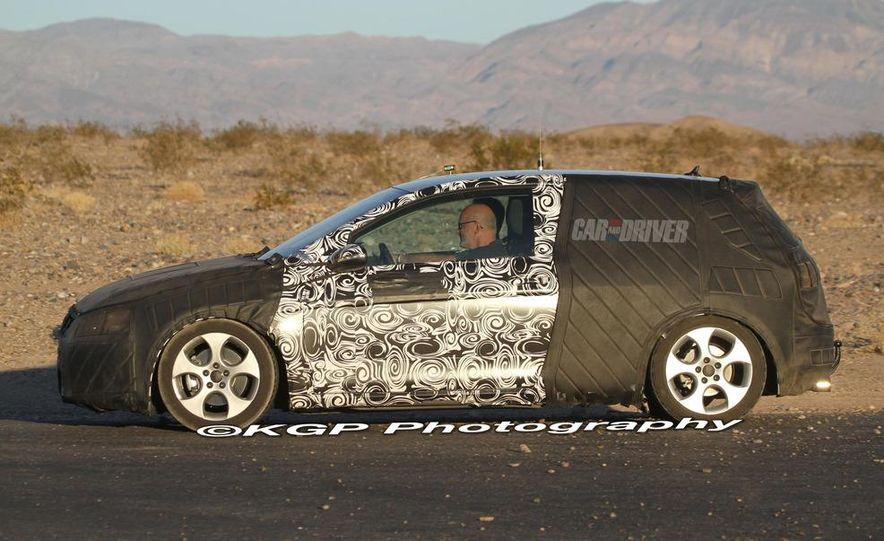 2013 Volkswagen Golf 5-door (spy photo) - Slide 30