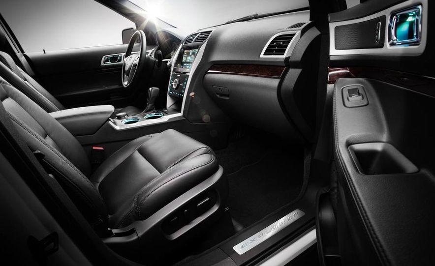 2012 Ford Explorer Limited 4WD - Slide 13
