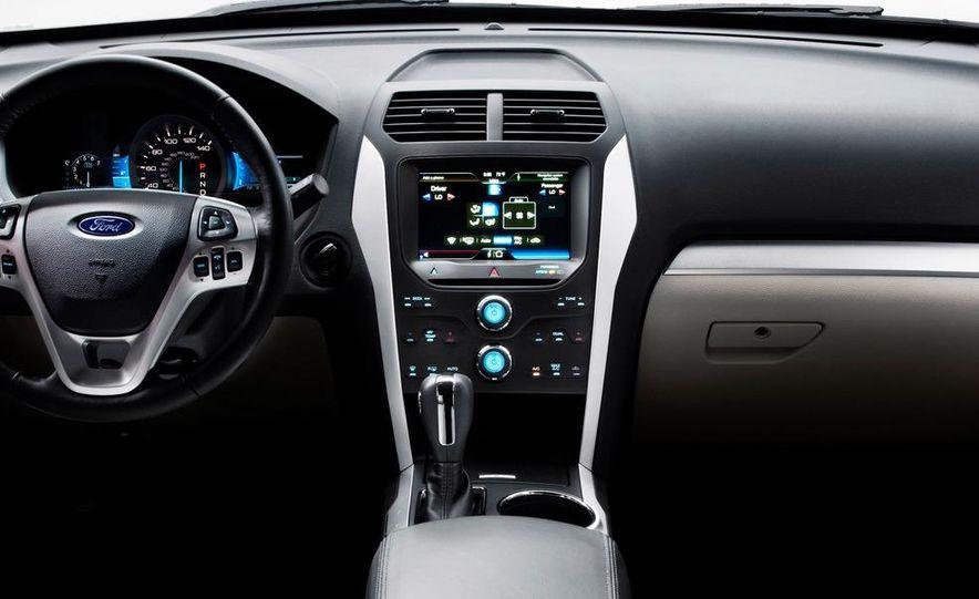 2012 Ford Explorer Limited 4WD - Slide 22