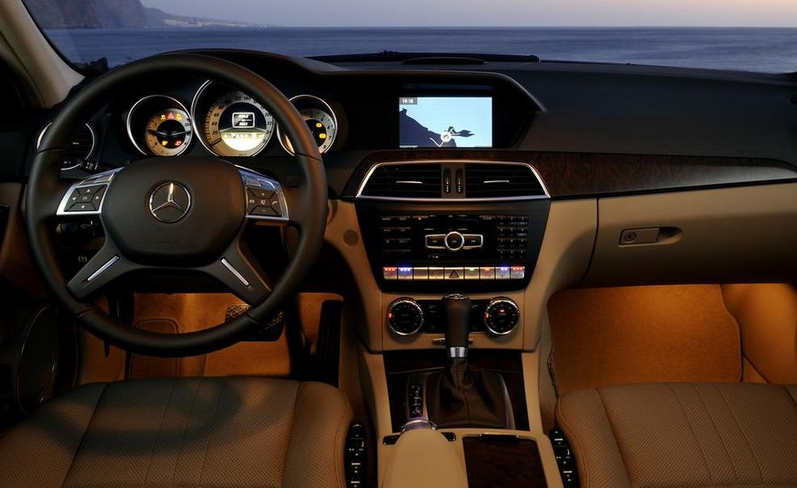 2012 Mercedes-Benz C250 coupe - Slide 12