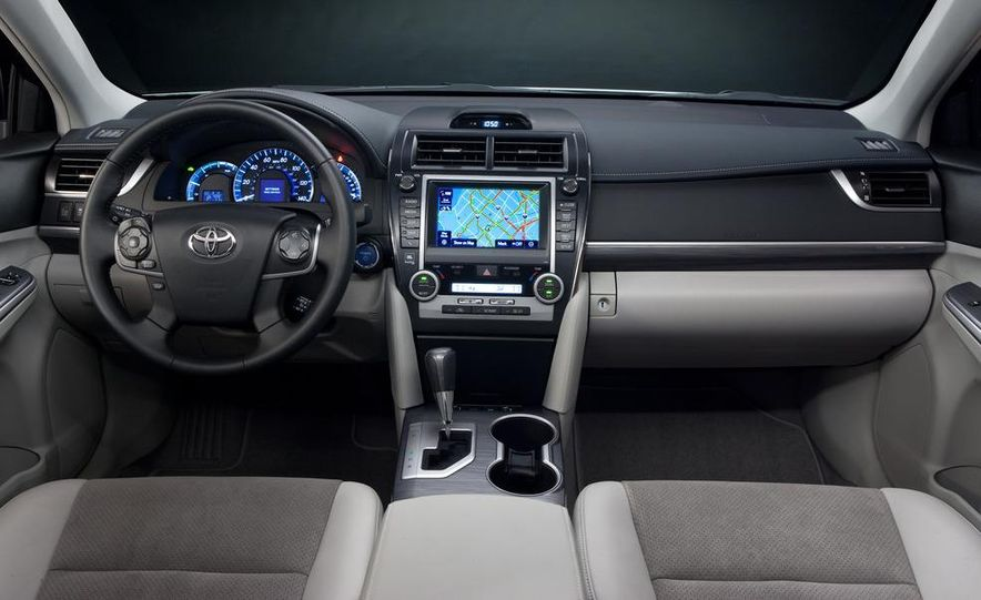 2012 Toyota Camry hybrid - Slide 4