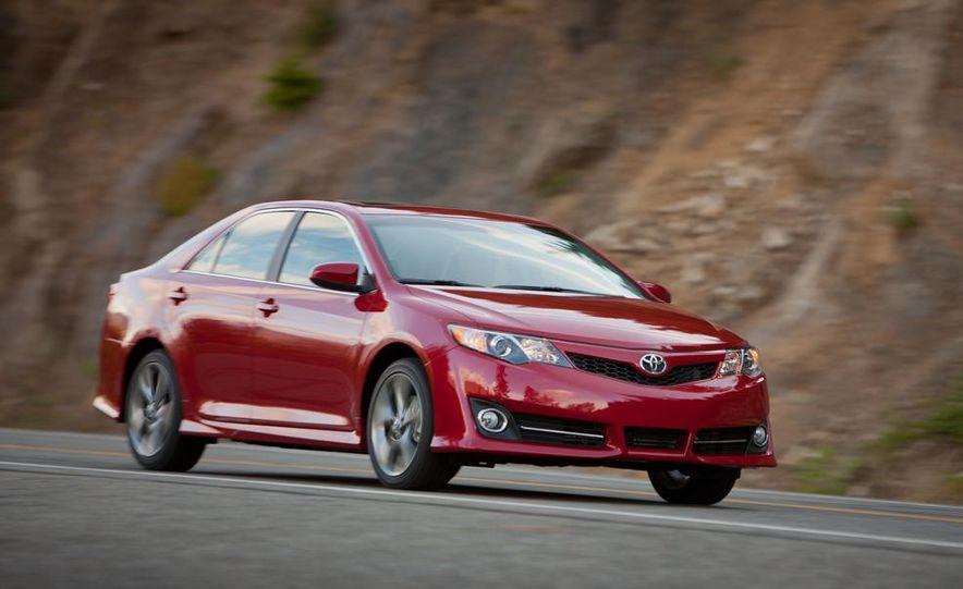 2012 Toyota Camry hybrid - Slide 6