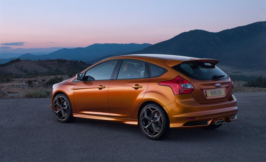 2012 Ford Focus ST (European spec) - Slide 2