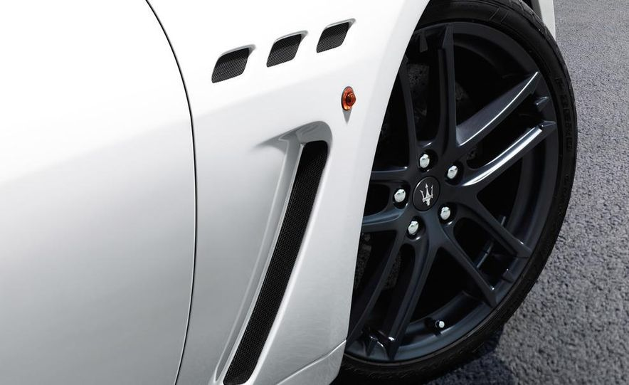 2012 Maserati GranTurismo MC - Slide 14