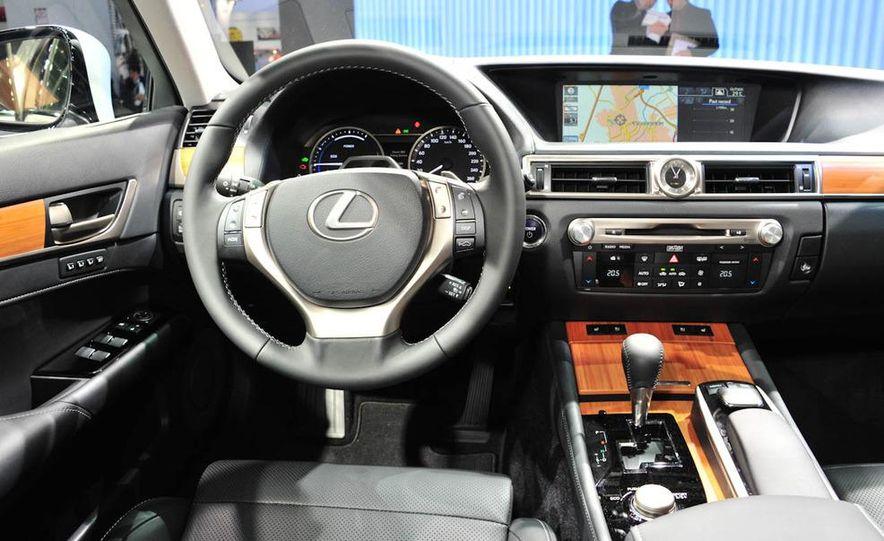 2013 Lexus GS450h - Slide 19