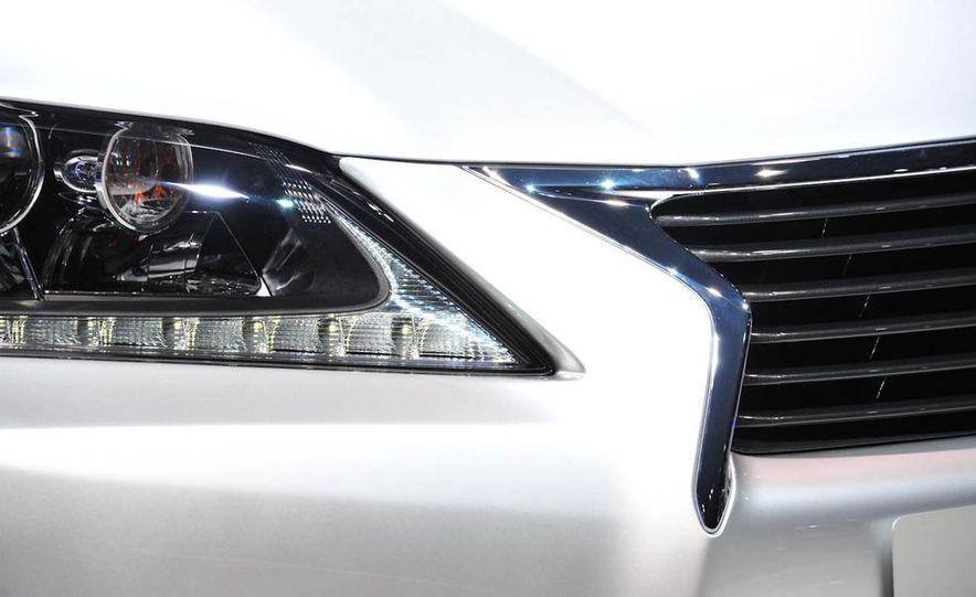 2013 Lexus GS450h - Slide 14