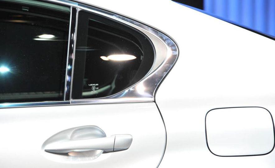 2013 Lexus GS450h - Slide 18