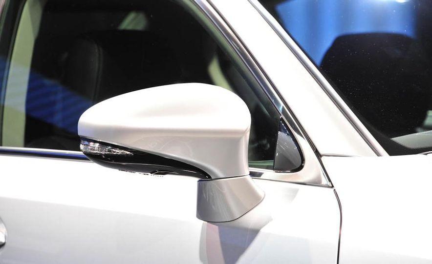 2013 Lexus GS450h - Slide 13