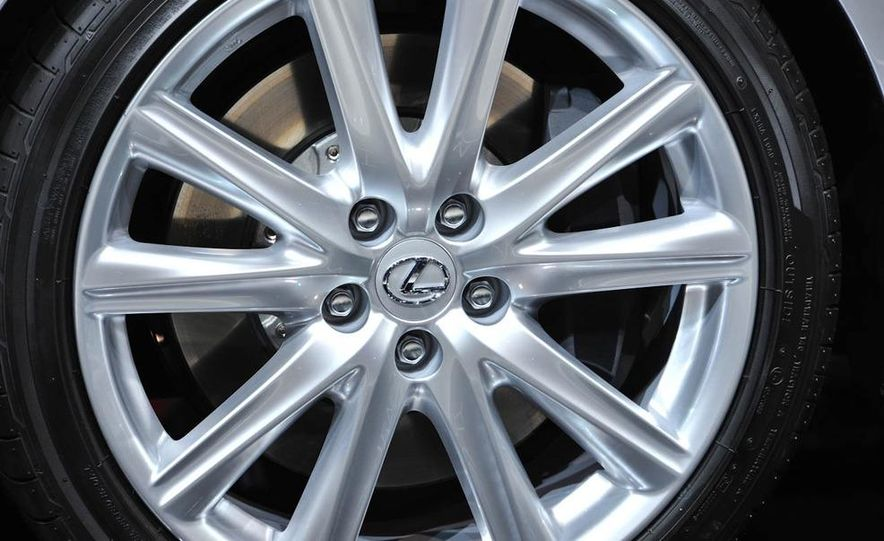 2013 Lexus GS450h - Slide 17