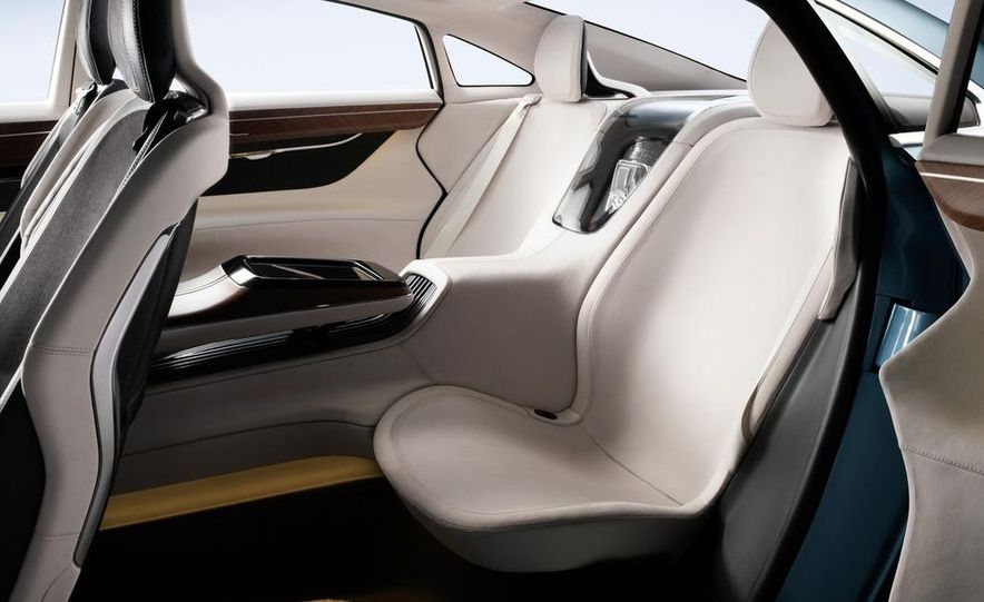 Volvo Concept You - Slide 43
