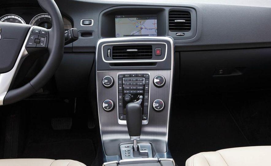 2012 Volvo S60 T6 AWD - Slide 25