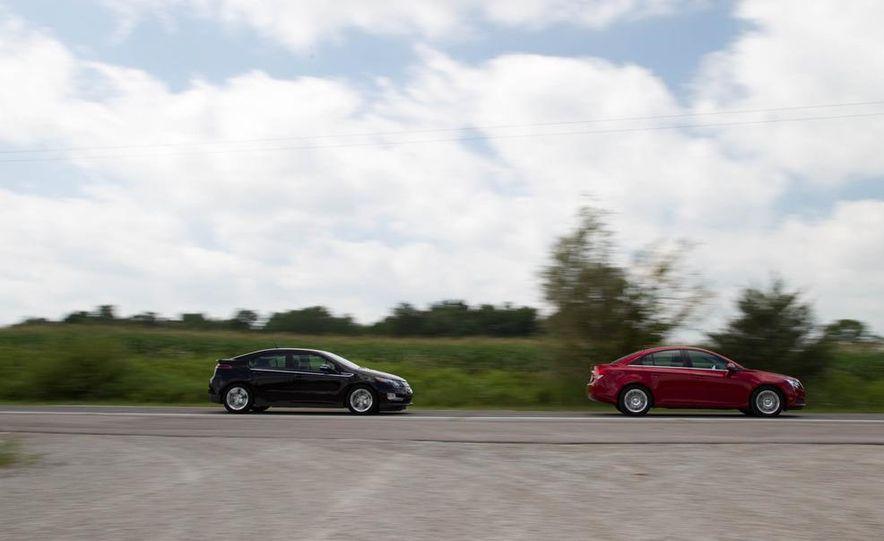 2011 Chevrolet Cruze Eco and Volt - Slide 2
