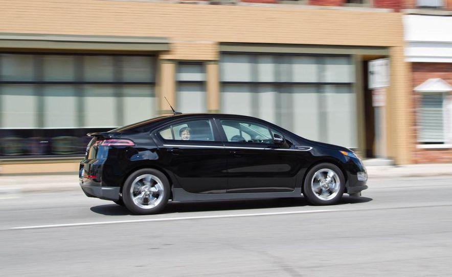 2011 Chevrolet Cruze Eco and Volt - Slide 22