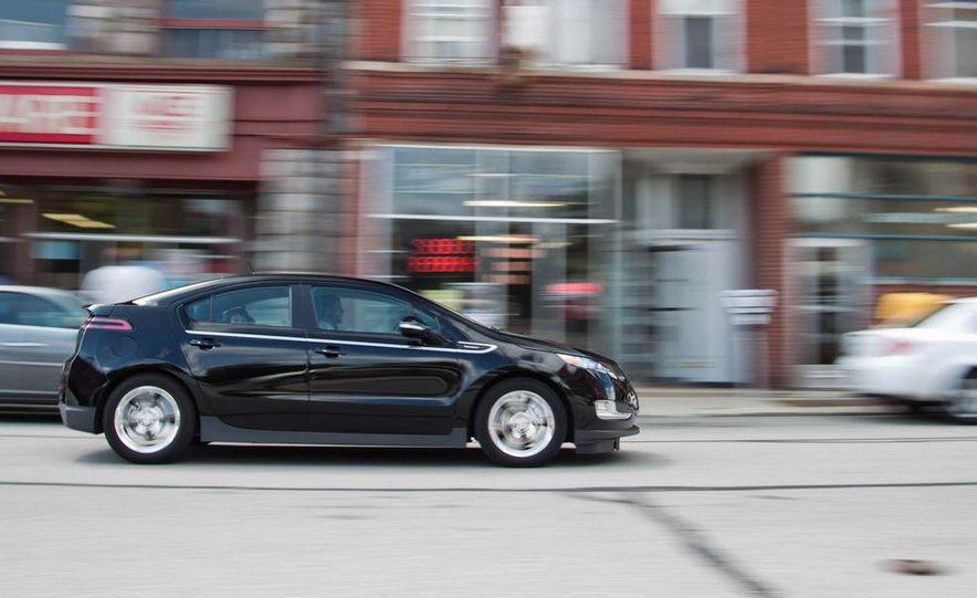 2011 Chevrolet Cruze Eco and Volt - Slide 24