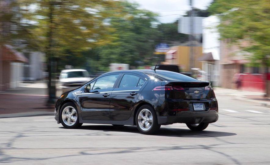 2011 Chevrolet Cruze Eco and Volt - Slide 28