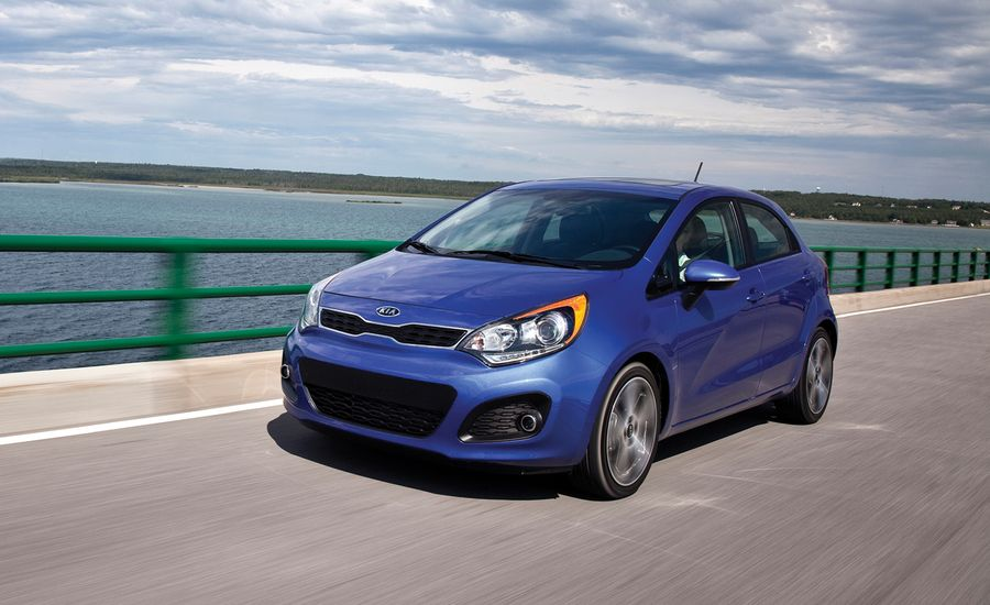 2012 Chevrolet Sonic vs 2011 Honda Fit 2012 Hyundai Accent