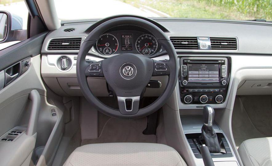 2012 Volkswagen Passat TDI SE - Slide 22