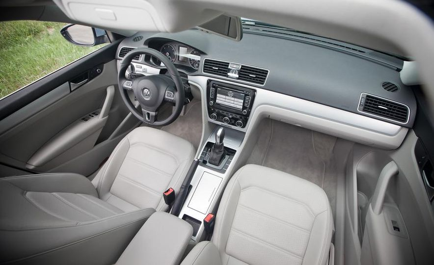 2012 Volkswagen Passat TDI SE - Slide 14