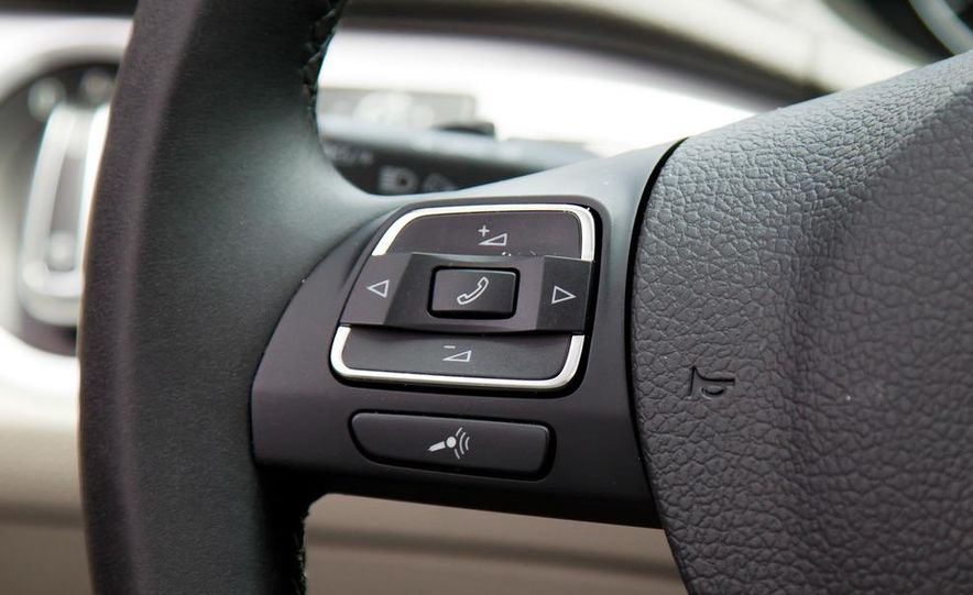 2012 Volkswagen Passat TDI SE - Slide 20