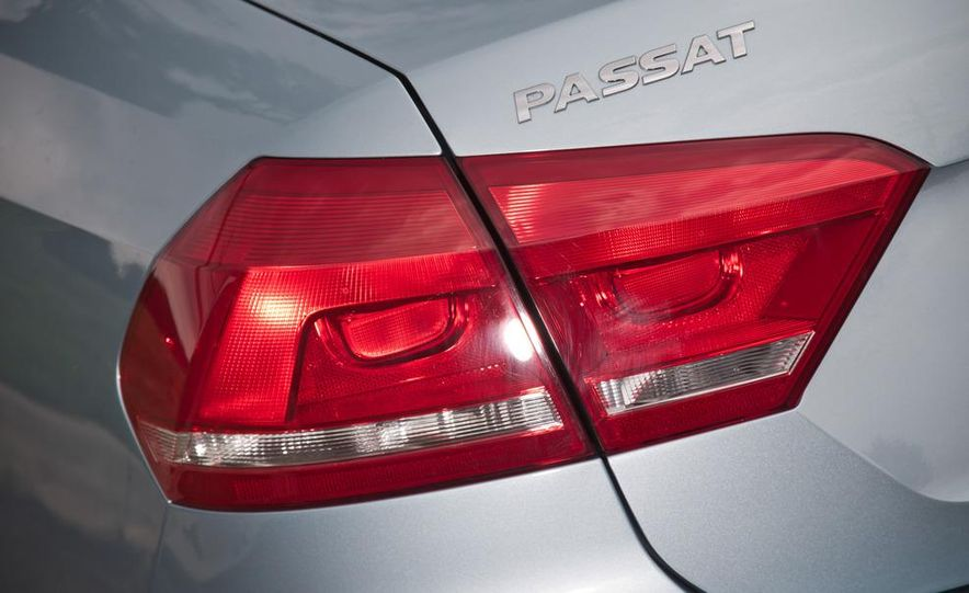 2012 Volkswagen Passat TDI SE - Slide 9