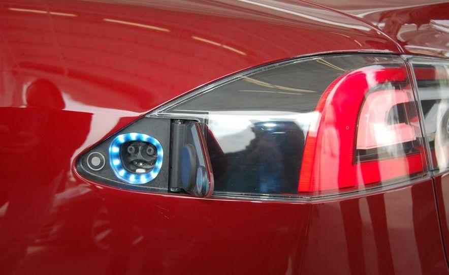2012 Tesla Model S Signature - Slide 17