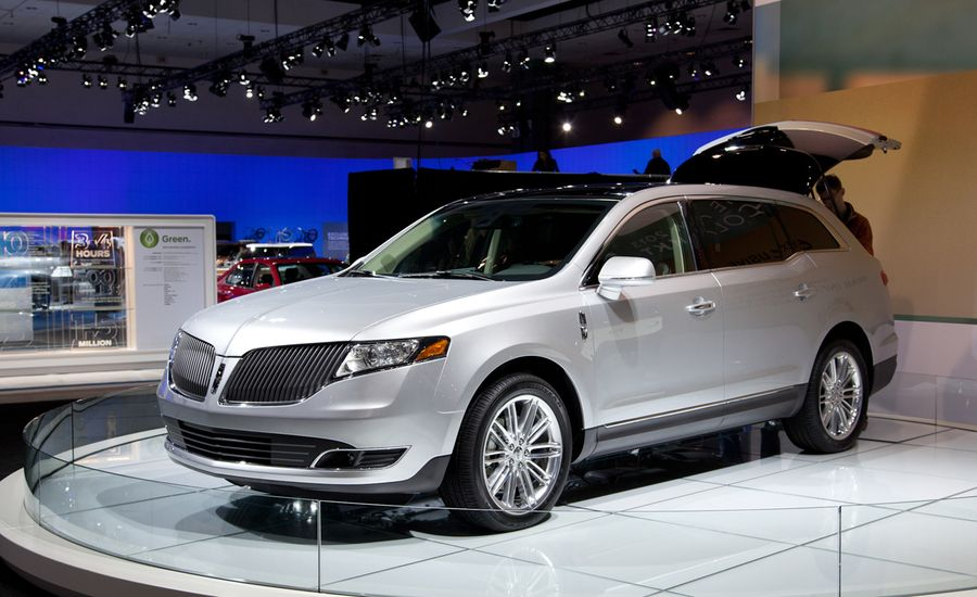 https://hips.hearstapps.com/amv-prod-cad-assets.s3.amazonaws.com/images/11q4/424154/2013-lincoln-mkt-debuts-at-los-angeles-auto-show-news-car-and-driver-photo-429206-s-original.jpg?crop=1xw:1xh;center,center&resize=900:*
