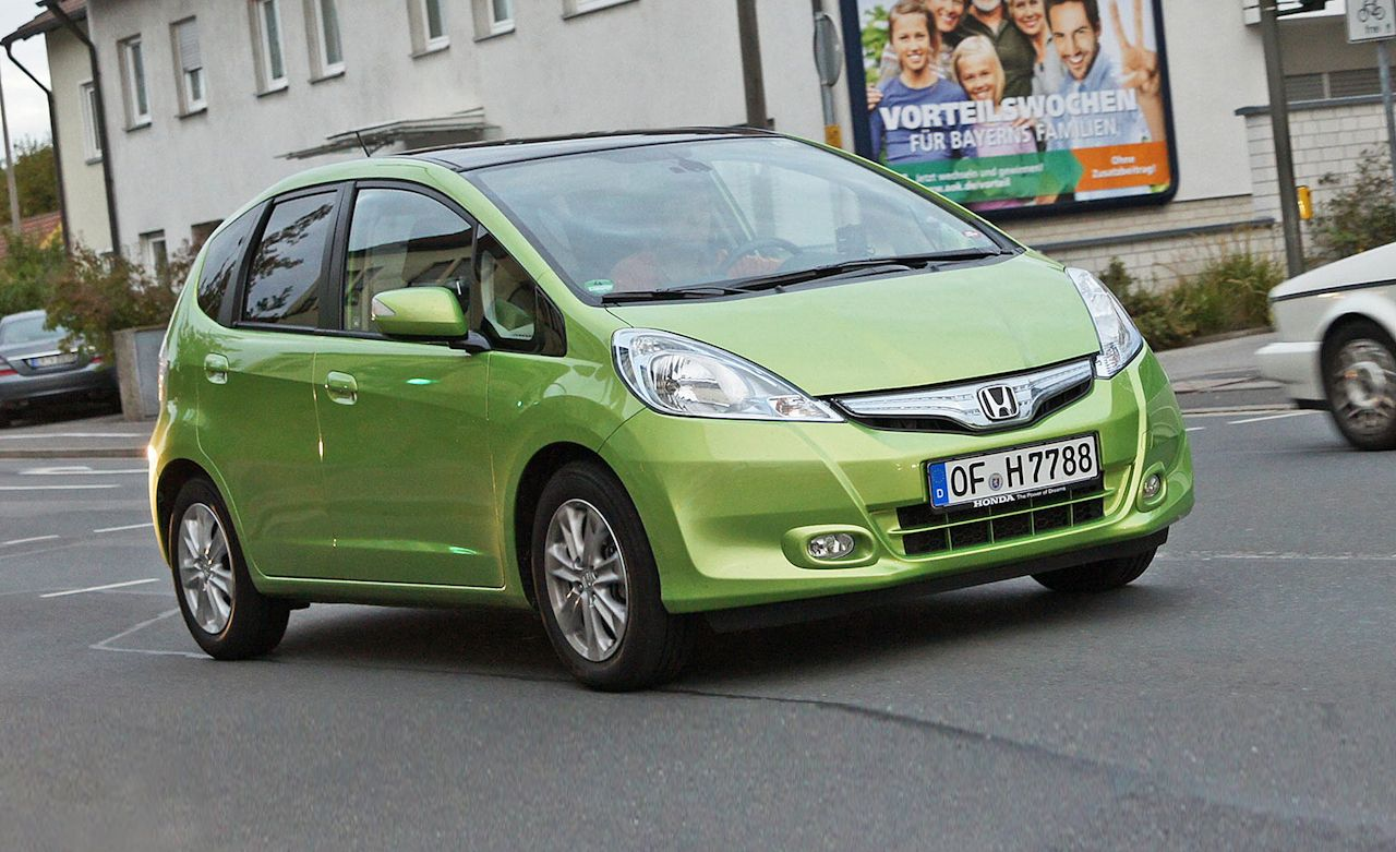 2011 Honda Fit Hybrid Euro Spec First Drive Review Car And Driver
