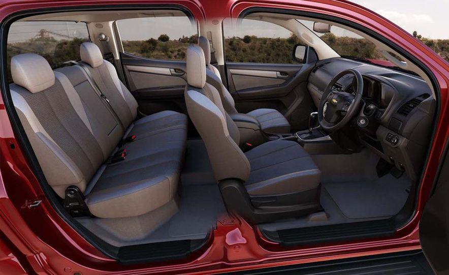 2013 Chevrolet Colorado interior - Slide 1