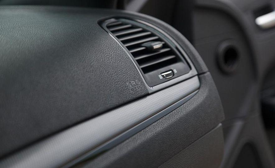 2012 Chrysler 300S - Slide 27