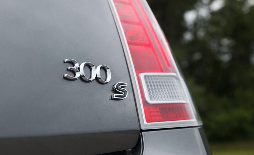 2012 Chrysler 300S - Slide 17