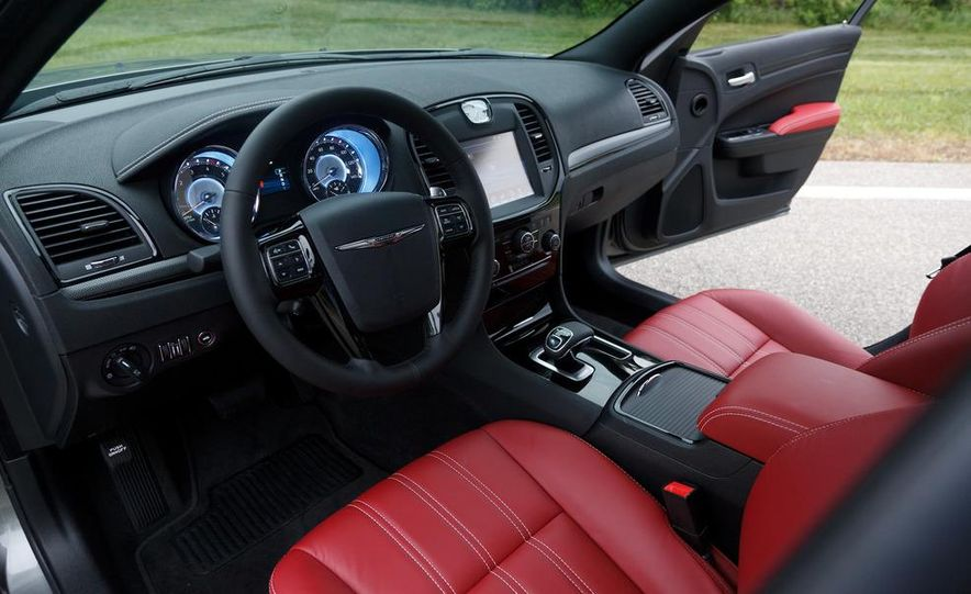 2012 Chrysler 300S - Slide 18
