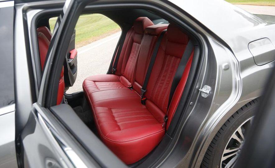 2012 Chrysler 300S - Slide 22