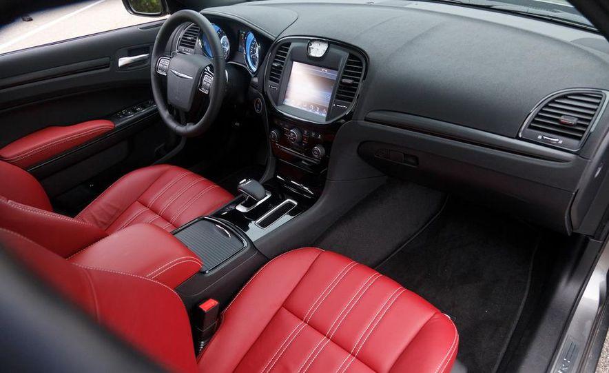 2012 Chrysler 300S - Slide 23