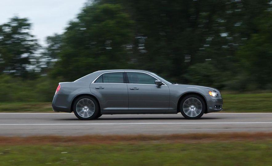 2012 Chrysler 300S - Slide 2