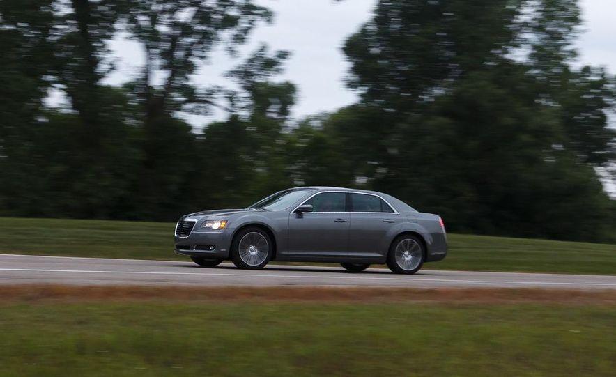 2012 Chrysler 300S - Slide 3