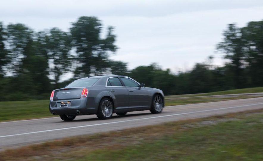 2012 Chrysler 300S - Slide 4