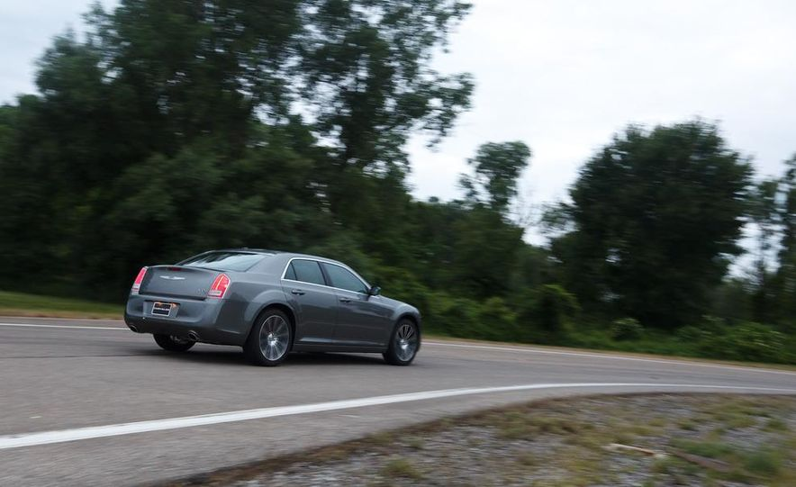 2012 Chrysler 300S - Slide 9
