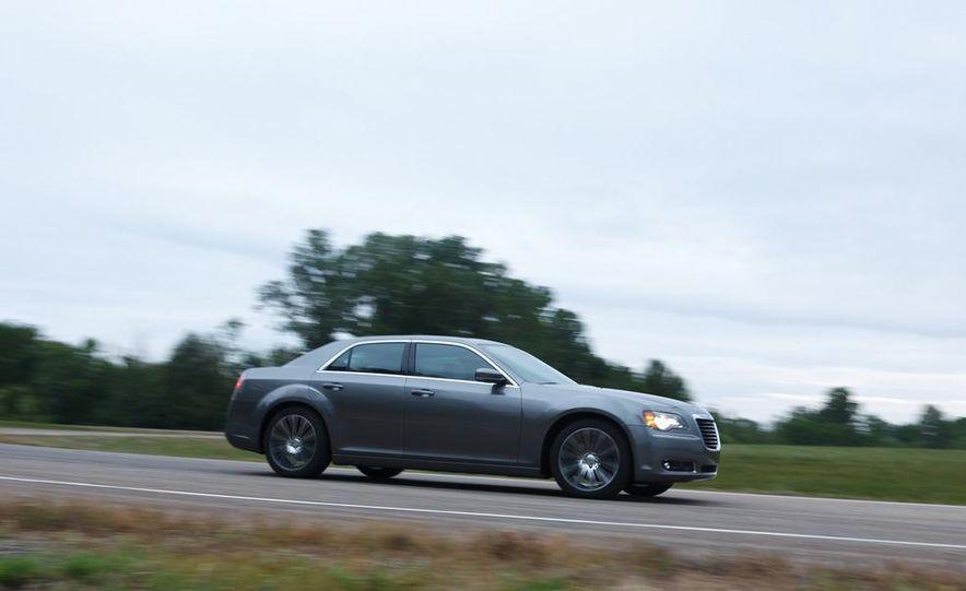 2012 Chrysler 300S - Slide 10