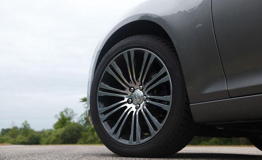 2012 Chrysler 300S - Slide 15