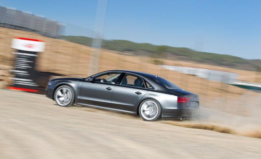 2013 Audi S8 - Slide 7