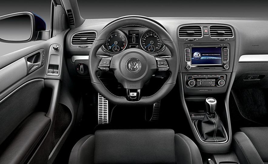 2012 Volkswagen Golf R 3-door - Slide 8