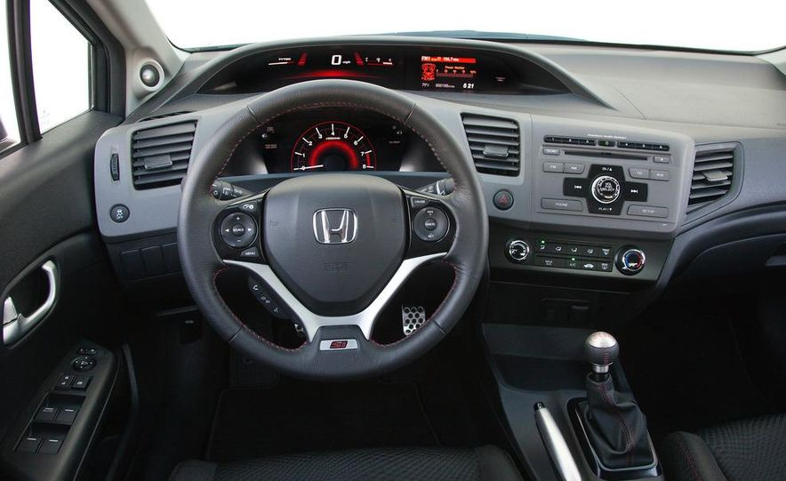2012 Honda Civic Si sedan - Slide 15