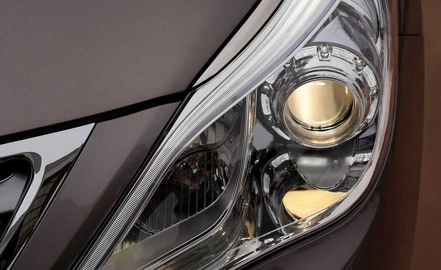 2012 Hyundai Azera - Slide 19