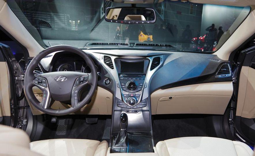 2012 Hyundai Azera - Slide 10